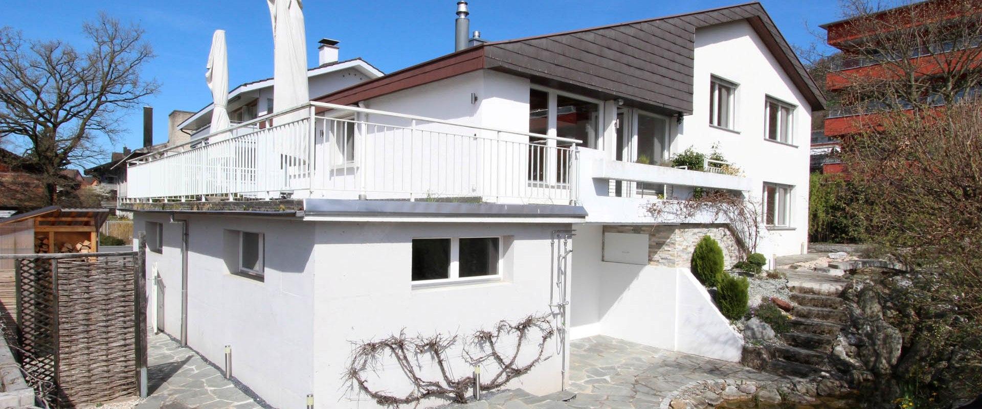 Miete: Einfamilienhaus mit Jacuzzi, neuer Teichanlage und Fitness